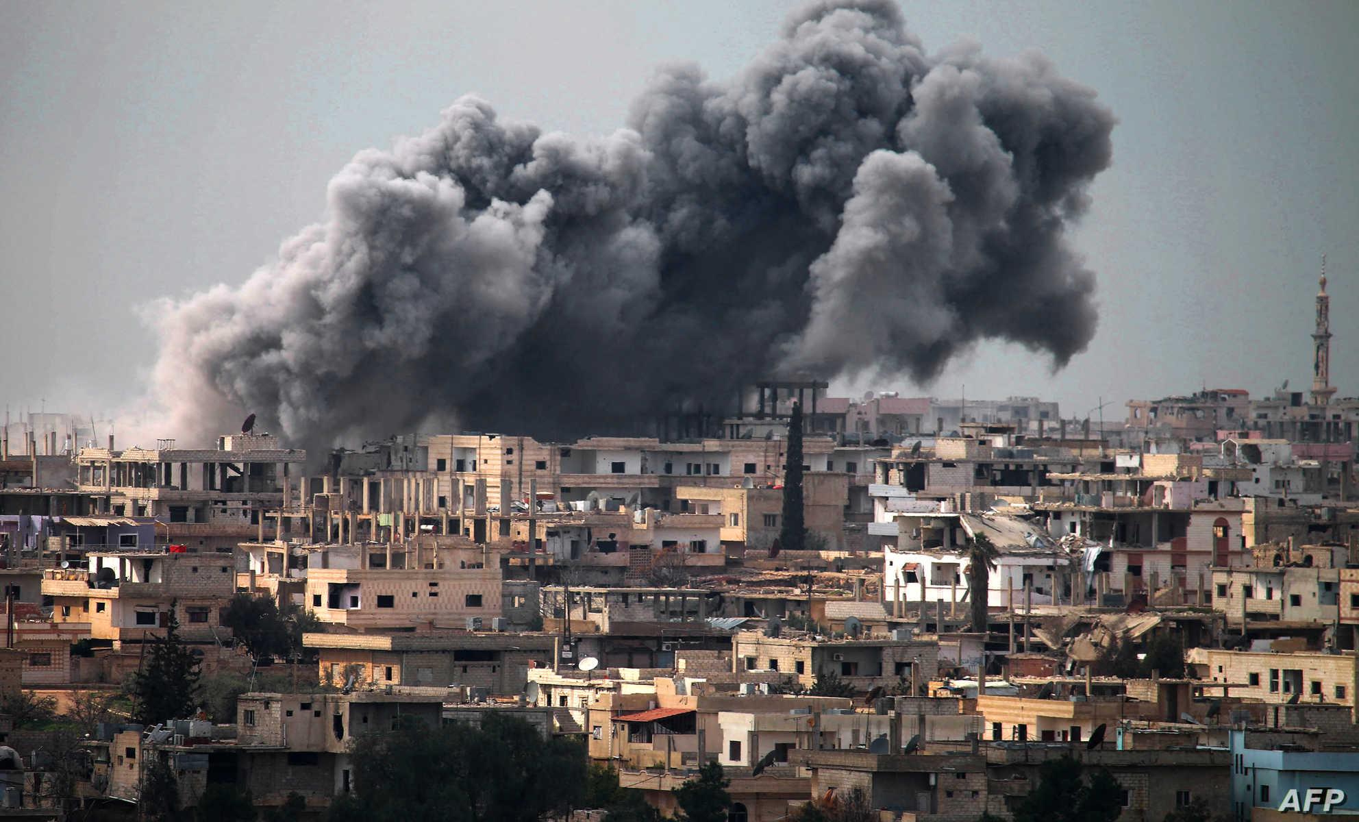"""عائلات """"درعا البلد"""" تعجز عن إعادة ترميم منازلها المدمَّرة جراء قصف النظام"""