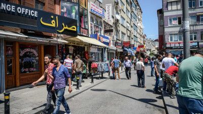 السوريون في تركيا يُواجِهون قراراً صعباً بالعودة إلى ديارهم