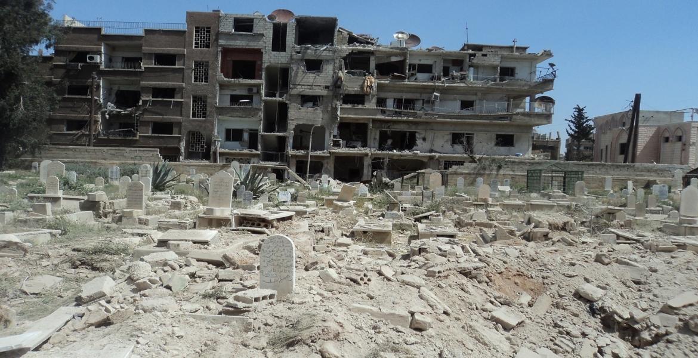 روسيا تنهي أعمال نبش مقبرة الشهداء في مخيم اليرموك