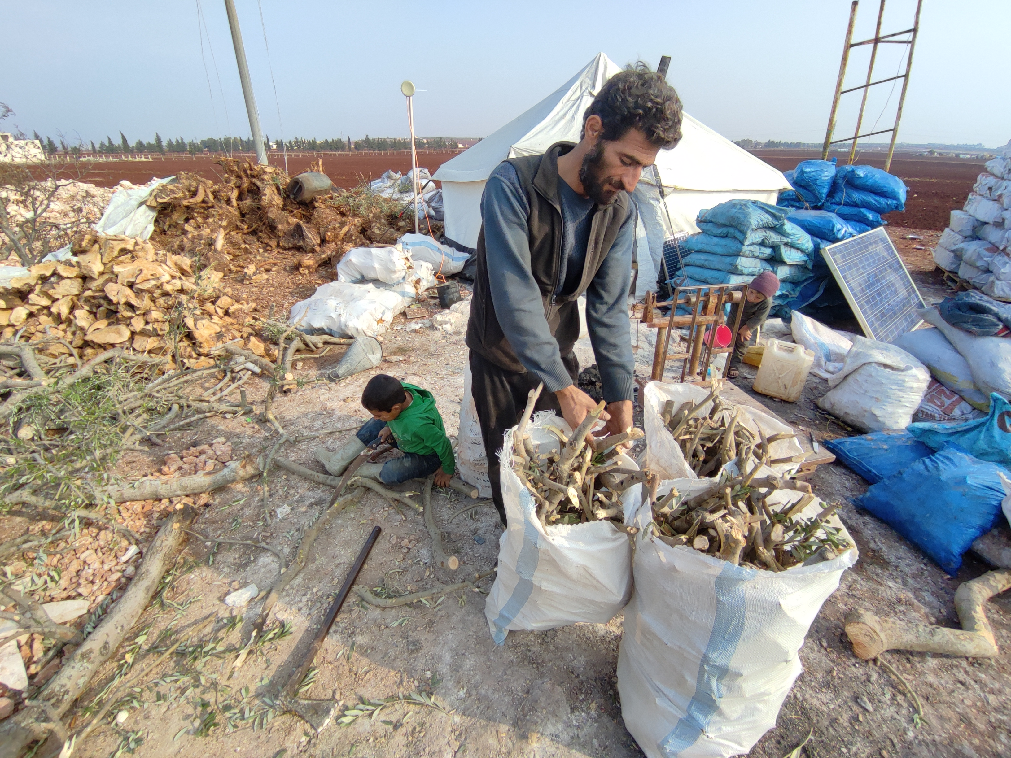 استبيان: 89 بالمئة عاطلون عن العمل شمال غربي سوريا