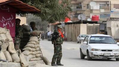 قوات الأسد تُخلي أحد أكبر حواجز درعا