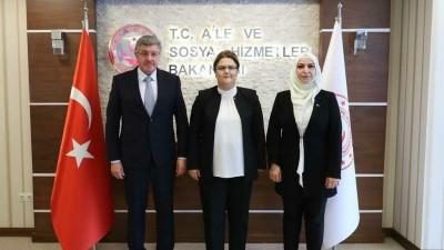 رئيس الائتلاف السوري يبحث ملف اللاجئين مع وزيرة الخدمات الاجتماعية في تركيا