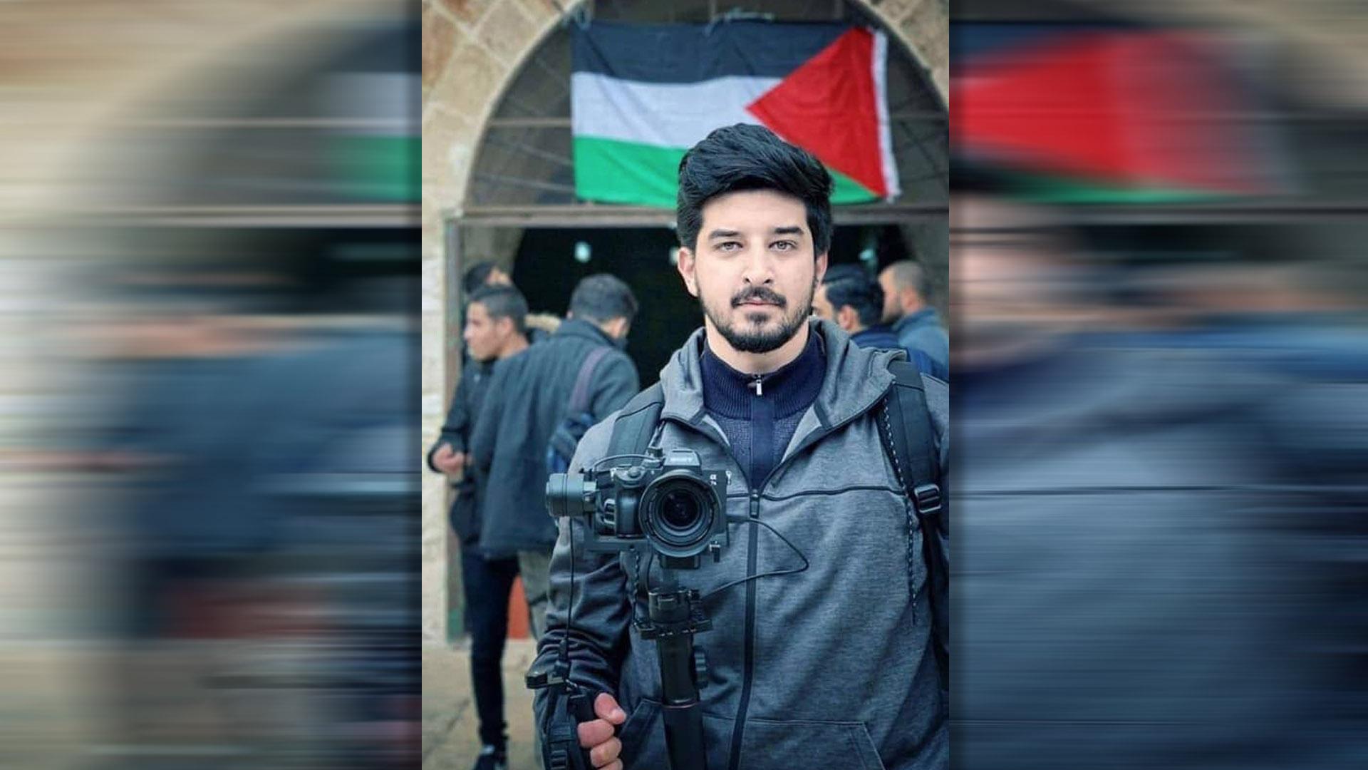 """ناشط فلسطيني يُحرِج """"روسيا اليوم"""" بسبب موقفها من بشار الأسد"""