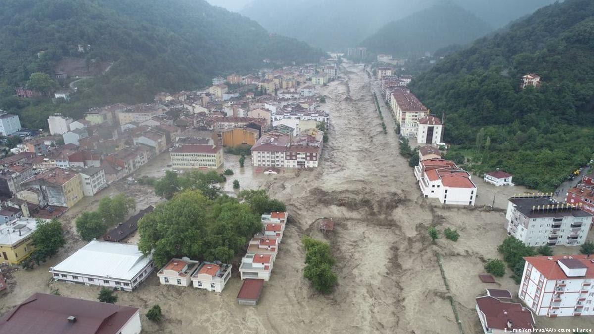 بعد الحرائق.. فيضانات تُوقع ضحايا في تركيا