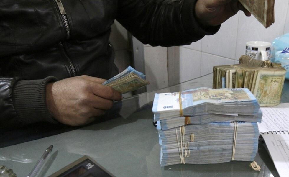 تراجُع مستمرّ لليرة السورية مقابل باقي العملات