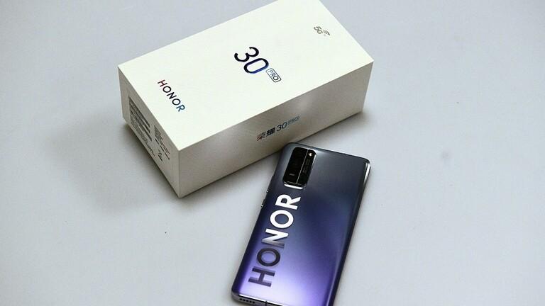 شركة Honor تستعدّ لإطلاق هاتف ذكي بشاشة عملاقة