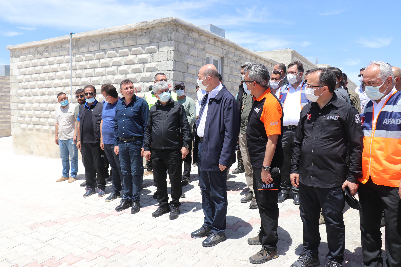 """""""صويلو"""" يجري زيارة إلى إدلب ويوضح آخر مستجدات بناء منازل للنازحين"""