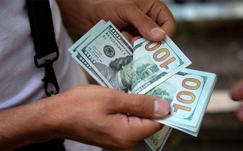 الليرة السورية تقترب من حاجز 3500 مقابل الدولار