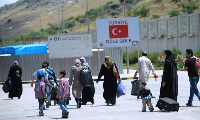 """""""حزب الشعب التركي"""": اللاجئون السوريون يفضلون الهجرة إلى الغرب"""