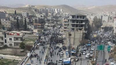 حملات الأسد تطال مدينة التل.. اعتقالات جديدة