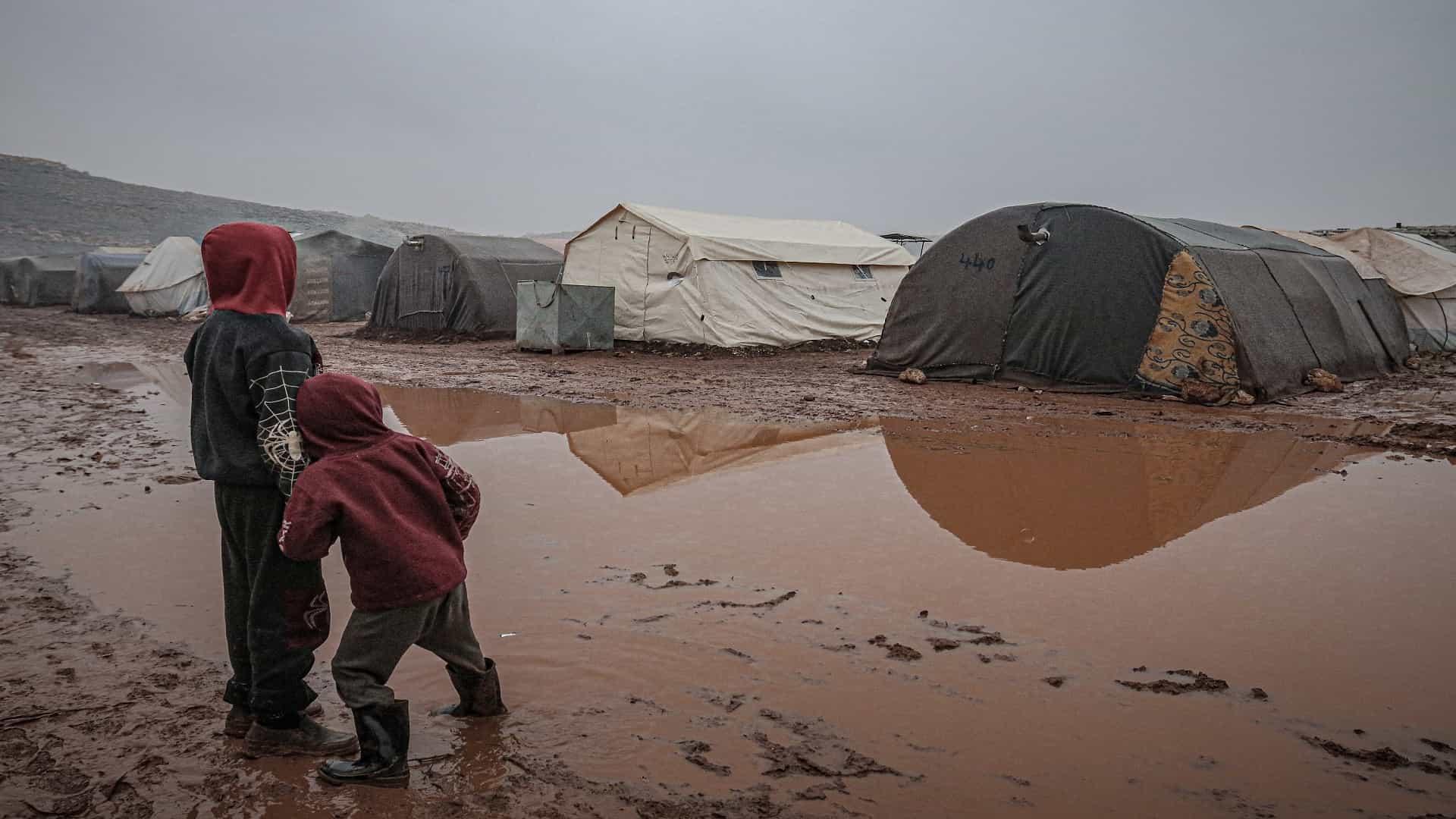 التسول.. ظاهرة تتفشى في إدلب