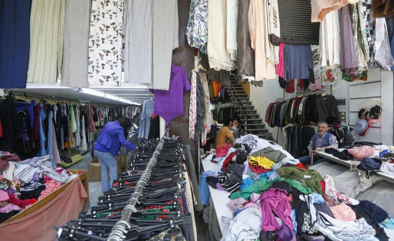 سعر المعطف يصل في دمشق إلى 120 ألف ليرة سورية