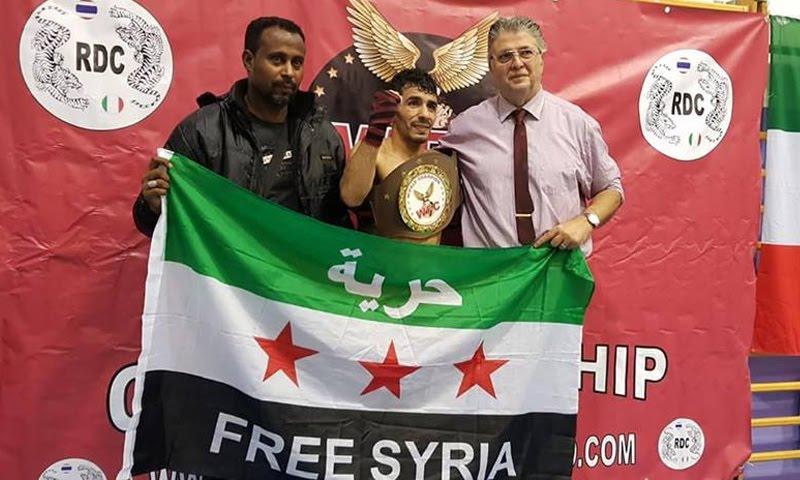 بطل ملاكمة سوري يحرز لقب مسابقة دولية ويُهدي فوزه لثوار سورية