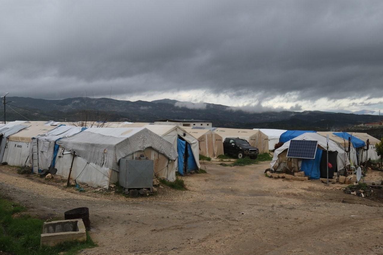 """سوريا على موعد مع منخفض قطبي جديد.. وتحذيرات من تكرار """"الكارثة"""" في المخيمات"""