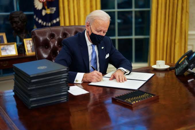 """""""بايدن"""" يرسل رسالة إلى قيادة """"الكونغرس"""" يشرح فيها مبررات قصف سوريا"""