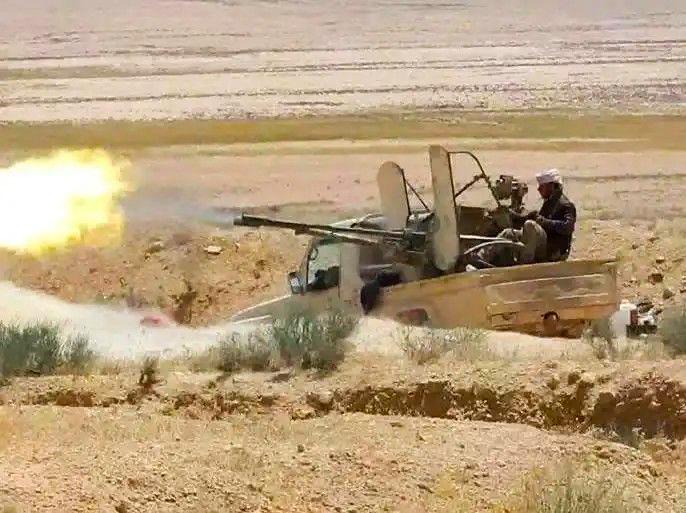 تنظيم الدولة ينفذ هجوماً ضد قوات النظام السوري في البادية ويقطع طريقاً رئيسياً