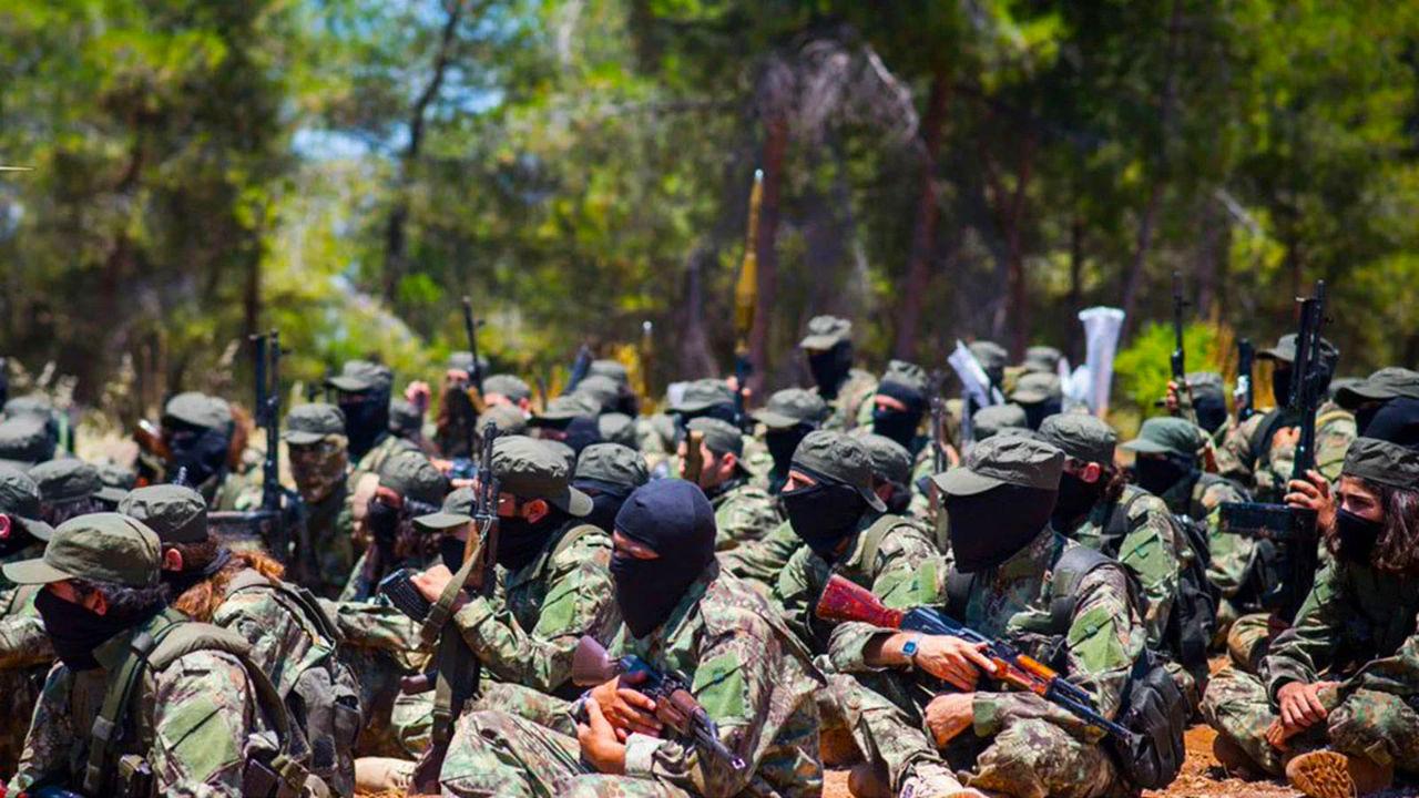 """""""تحرير الشام"""" تستغل انقطاع رواتب """"الجبهة الوطنية"""" وتستقطب مئات المقاتلين"""
