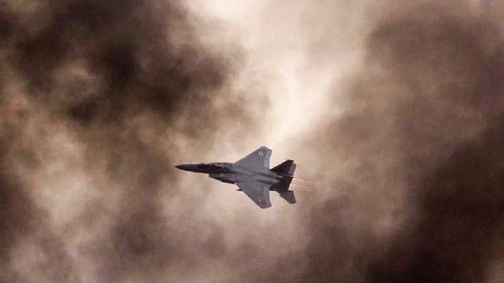 """مصدر خاص لـ""""نداء بوست"""": الطيران الإسرائيلي استهدف مركزاً """"هاماً"""" للنظام السوري في حمص"""