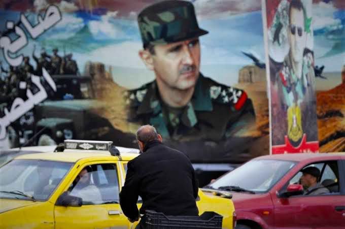 """قيادي في قوات """"النمر"""" يحذر الموالين للنظام السوري من الأسوأ ويحثهم على الهجرة"""