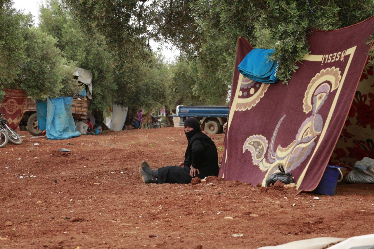 """ناشطون يطلقون حملة لتمديد إيصال المساعدات الإنسانية عبر معبر """"باب الهوى"""""""