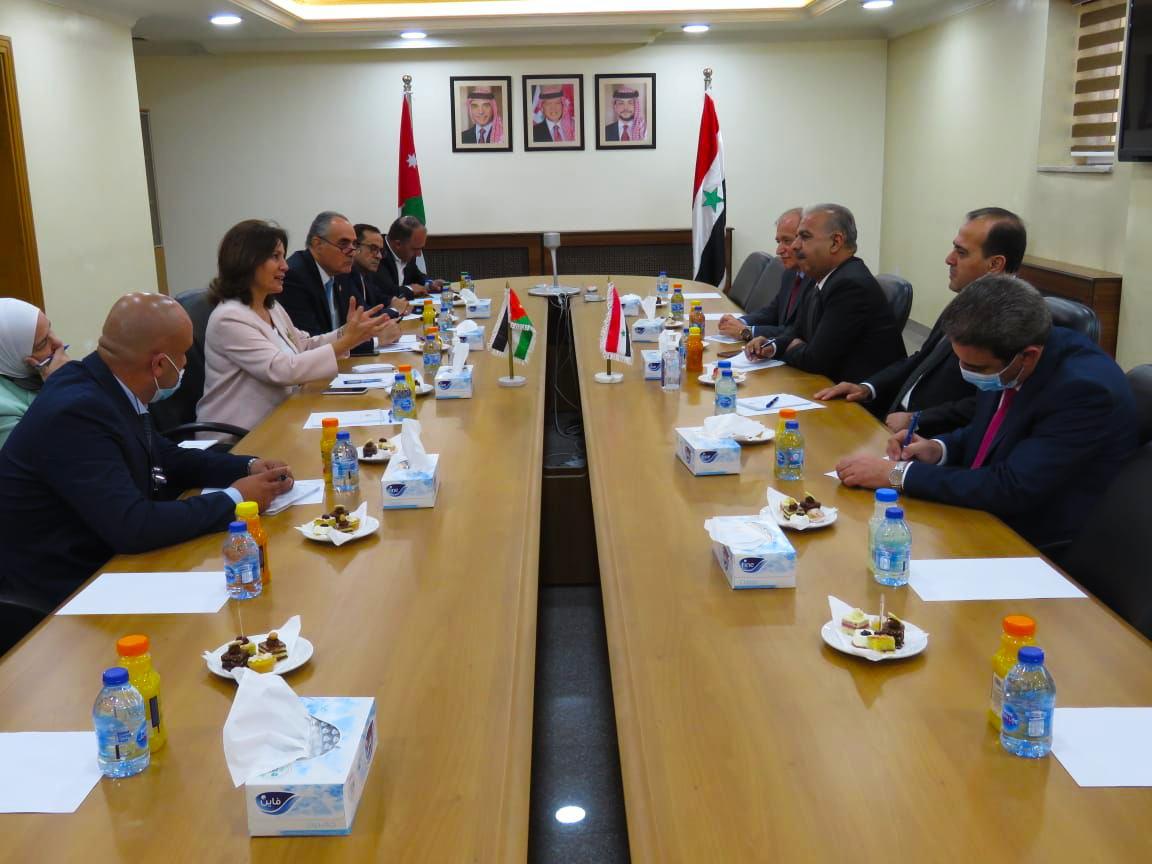 """قبيل قمة الملك """"عبد الله - بايدن"""".. وفد من النظام السوري يعقد اجتماعاً مع مسؤولين أردنيين في عمّان"""