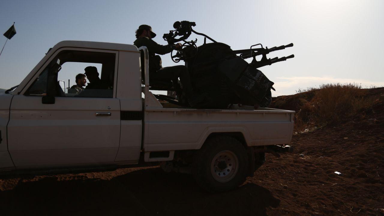 اشتباكات متبادلة بالمدفعية الثقيلة بين الفصائل العسكرية والنظام السوري جنوب إدلب وغرب حماة