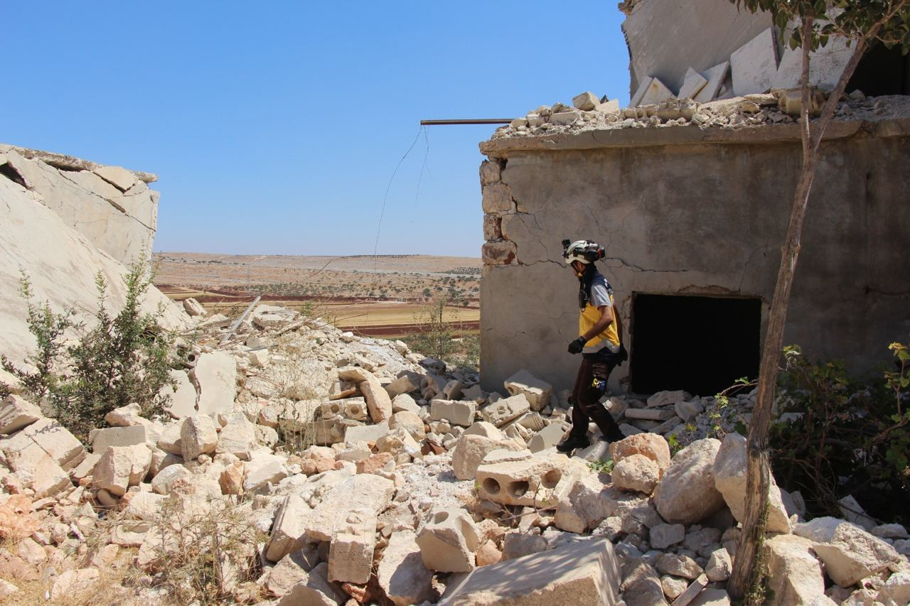 مجزرة بحق أسرة كاملة إثر قصف للنظام السوري استهدف جبل الزاوية