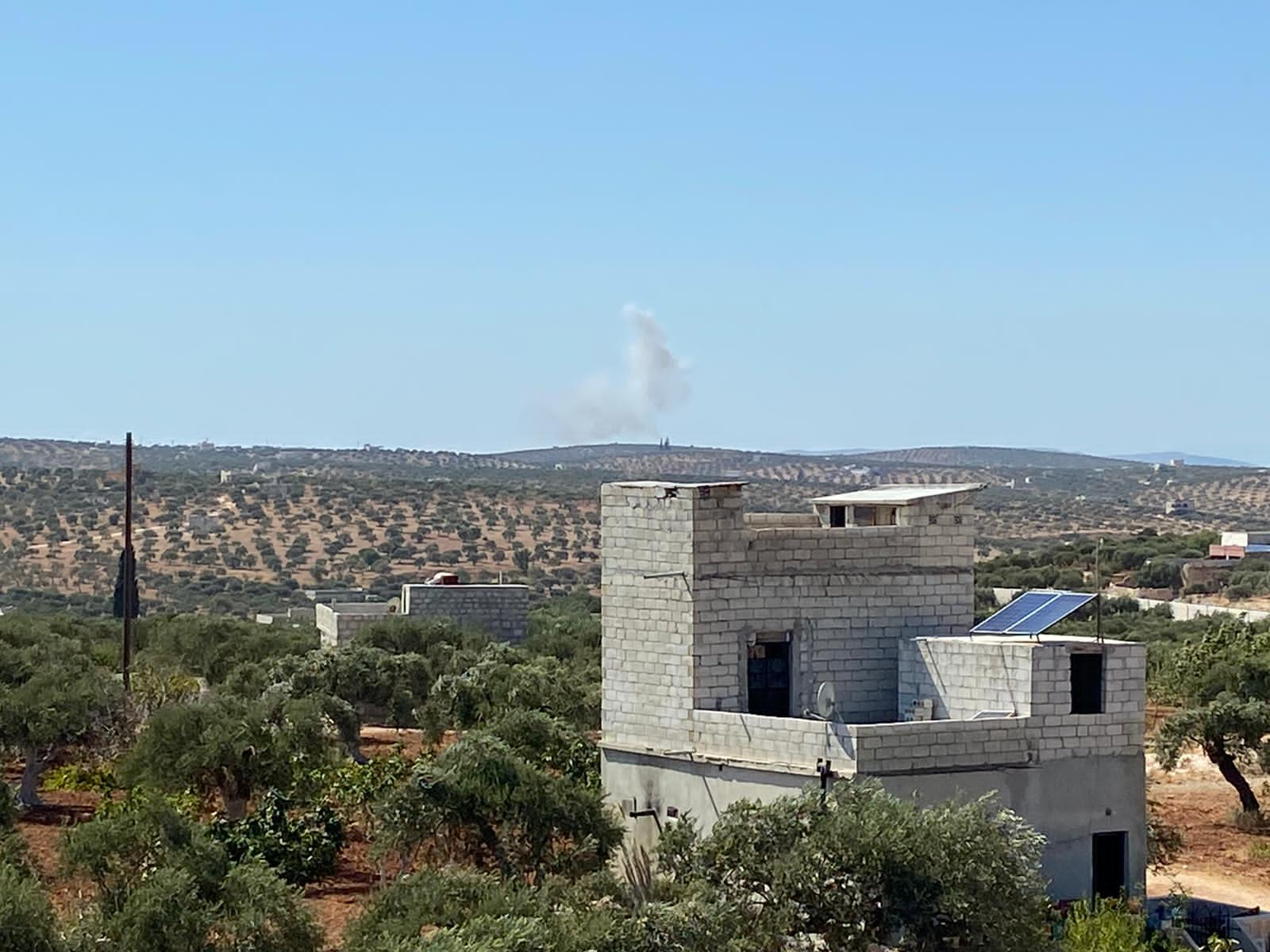 الطيران الروسي يستهدف بالغارات الجوية منطقة عين شيب غرب إدلب