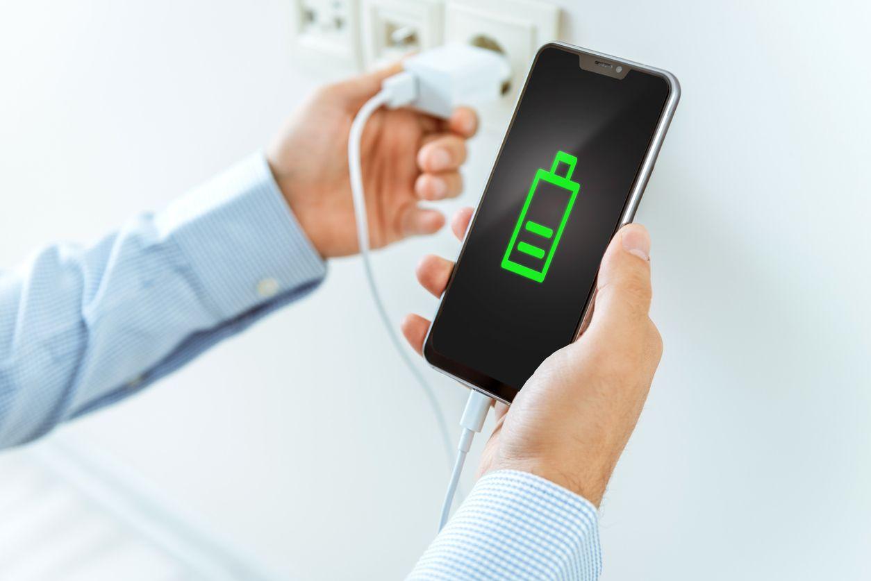 ابتكار جديد يوفر الشحن للهواتف عبر الهواء دون الحاجة إلى مقابس أو كابلات