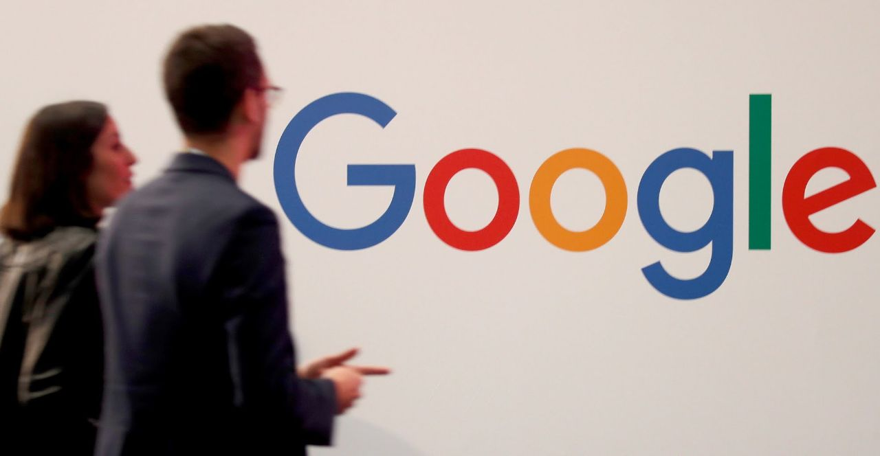 """""""غوغل"""" تُرجئ عودة موظَّفيها إلى المكاتب عاماً إضافياً"""