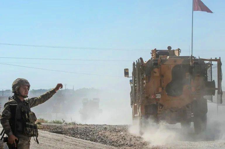 """جماعة """"مجهولة"""" تتبنّى استهداف مصفّحة للجيش التركي في إدلب"""