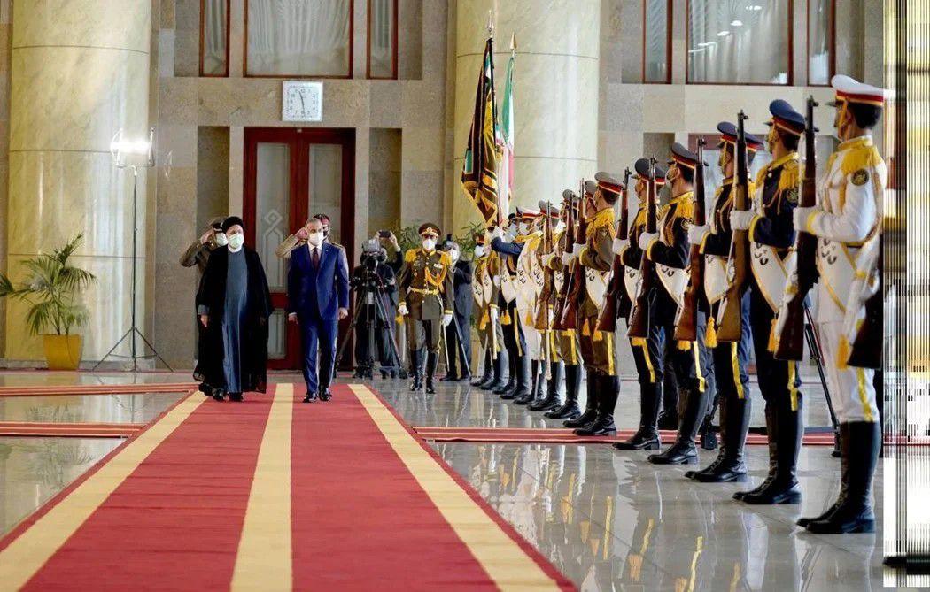 """لغز عَزف موسيقى من فيلم """"الرسالة"""" التاريخي خلال استقبال رئيس الوزراء العراقي في طهران"""