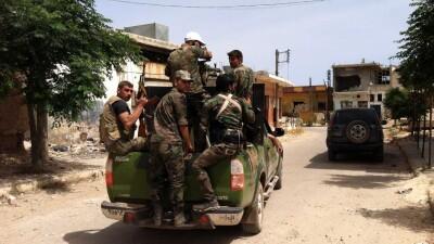 """درعا.. قوات الأسد تمهّد """"للتسوية"""" في جاسم بالتعزيزات العسكرية"""