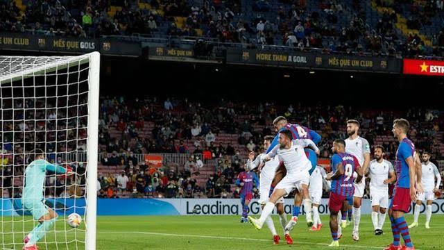 برشلونة ينجو من الخسارة أمام غرناطة