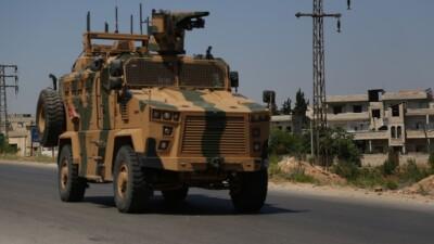 الجيش التركي يدفع بتعزيزات عسكرية إلى جبل الزاوية