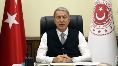 """أكار ينتقد الدعم الأمريكي لـ""""قسد"""" ويؤكد مواصلة العمليات التركية في سورية"""