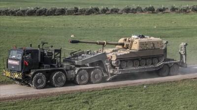 الجيش التركي يعزّز مواقعه في إدلب بمدافع ثقيلة وعربات إشارة