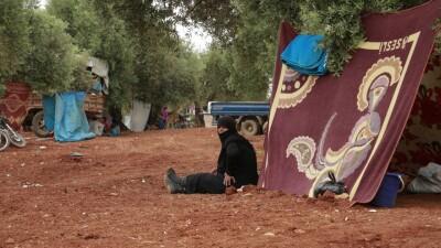 الخوذ البيضاء تبدأ تجهيز مخيمات النازحين استعداداً لفصل الشتاء شمال غرب سورية