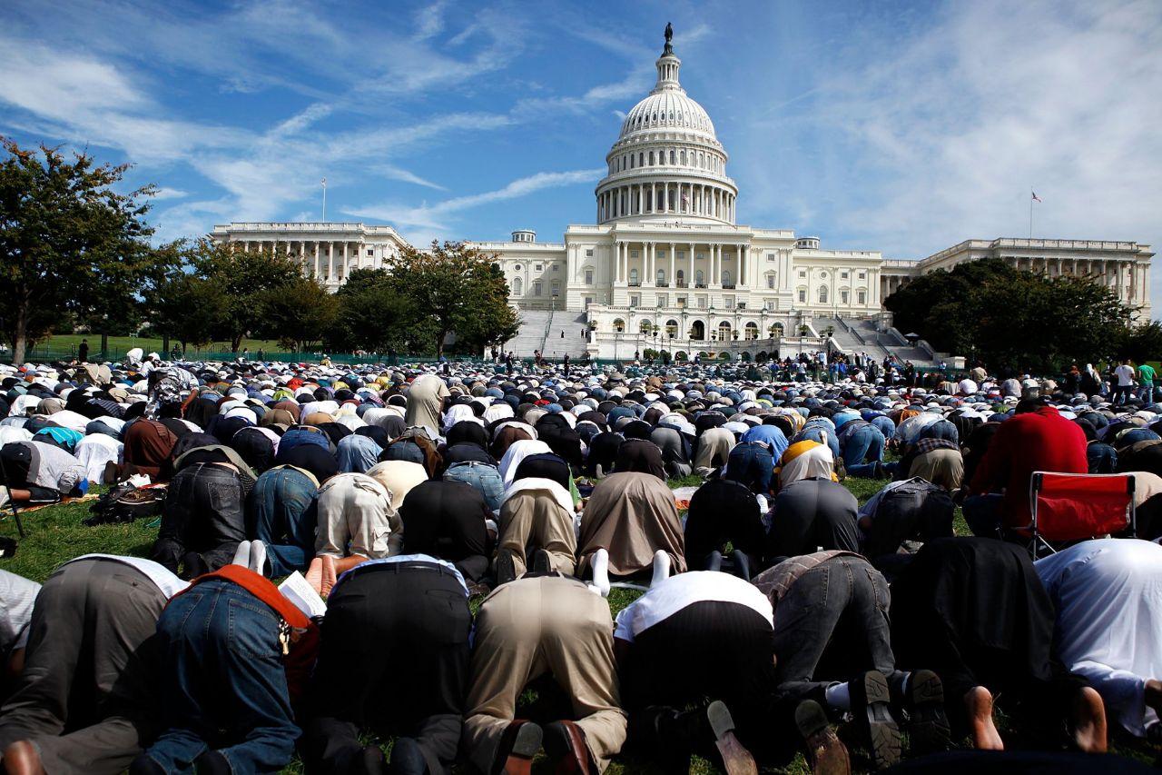 """""""إيكونوميست"""": تفوق مُذهل للمسلمين في أمريكا رغم حملات التشويه"""