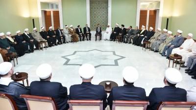 شيوخ حول الأسد الأب والابن.. رجال الدين في خدمة السلطان