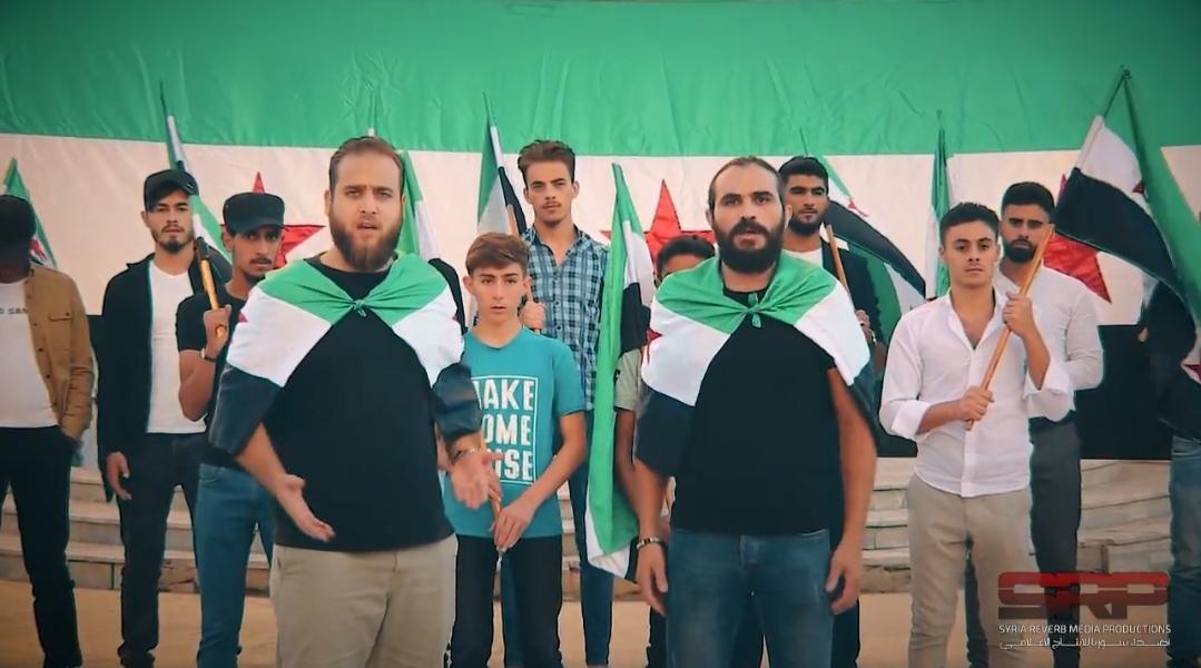 """الشاعرة الإيطالية """"فرنشيسكا سكالينجي"""" تغني مع مجموعة من الناشطين السوريين أغنية """"لحن الحرية"""""""