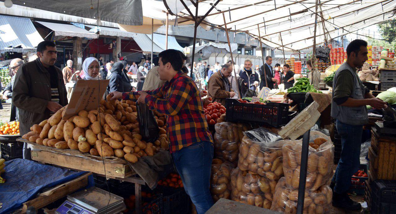 البطاطا في أسواق دمشق أغلى من الأناناس