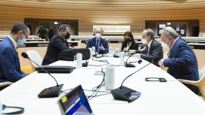 عاجل ll اجتماع مشترك لرئيسَيْ وفدَي الحكومة والمعارضة بوجود المبعوث الأممي في جنيف، عشية اجتماع اللجنة الدستورية