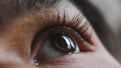 علامات في عين الإنسان يمكن أن تكشف عن حالات صحية خطيرة
