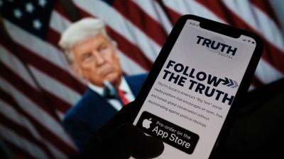 ترامب يُطلِق تطبيقاً خاصاً به على وسائل التواصل الاجتماعي