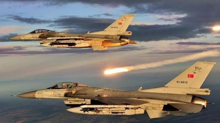 """قصف جوي ومدفعي تركي يستهدف مواقع قسد في """"عين عيسى"""" بريف الرقة"""