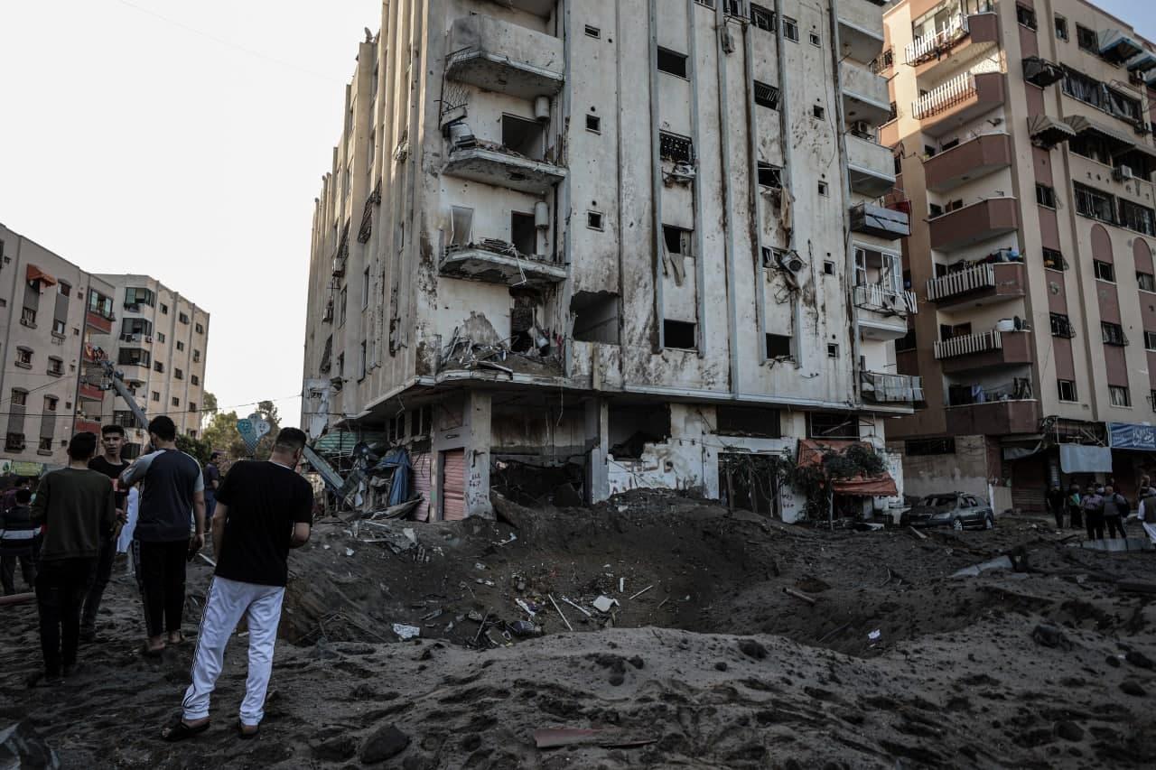ضحايا مدنيون ودمار بالممتلكات جراء قصف الطيران الإسرائيلي على غزة
