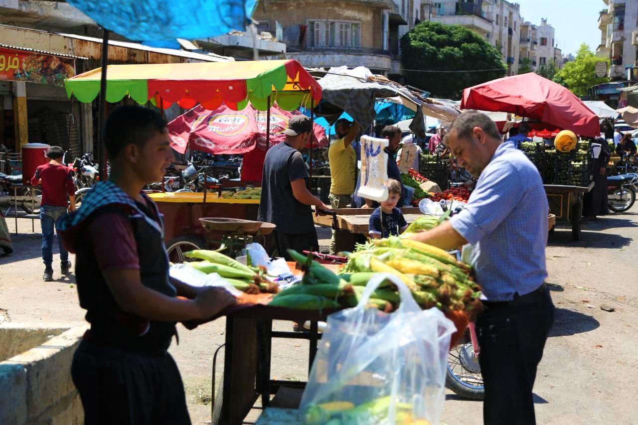 """""""حكومة الإنقاذ"""" تمنع دخول الخضروات من ريف حلب إلى إدلب.. ومصدر خاص يكشف السبب"""