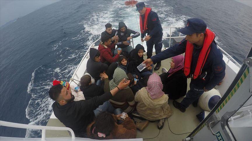 بينهم سوريون.. السلطات التركية تُوقف العشرات أثناء محاولتهم الهجرة