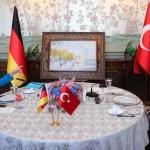 أردوغان يهدي ميركل لوحة ثمينة لأحد معالم إسطنبول